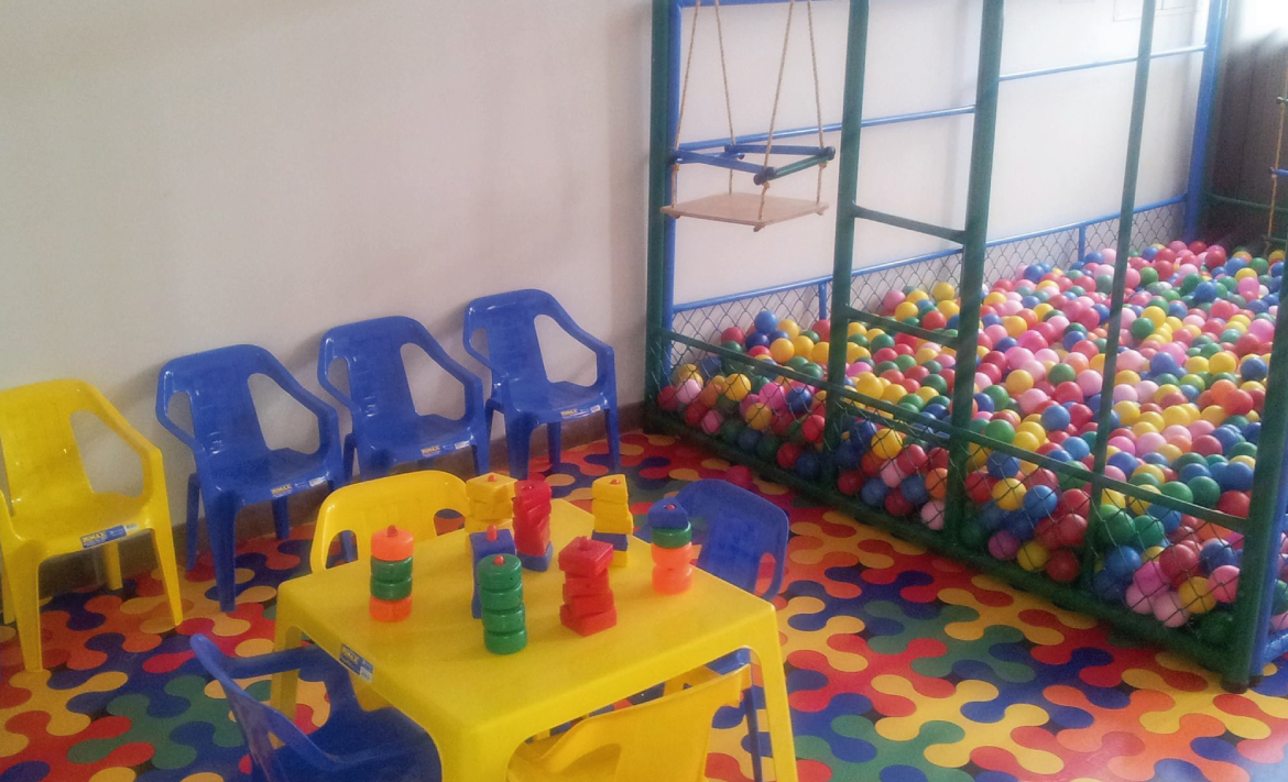 Salones jardin infantil kids world for Decoracion para jardin infantil